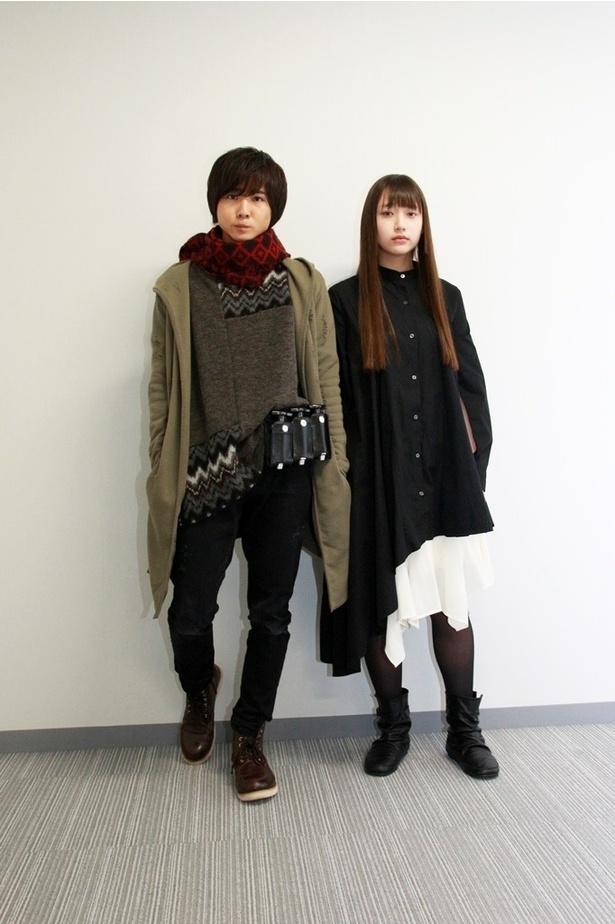 【写真を見る】役衣装でインタビューに応じてくれた前嶋(左)と白本(右)