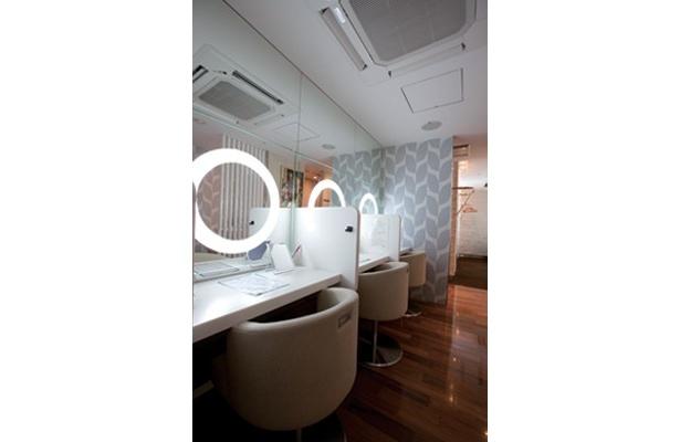 超オシャレなJR横浜駅「リフレスタ」のメイク室