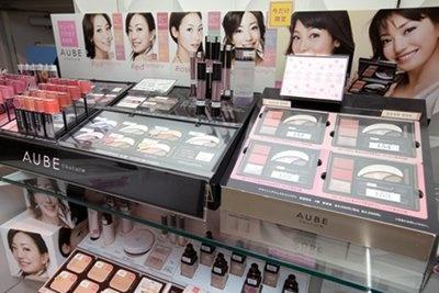 化粧品を数種類試せるメイクアップラウンジ(JR横浜駅「リフレスタ」)