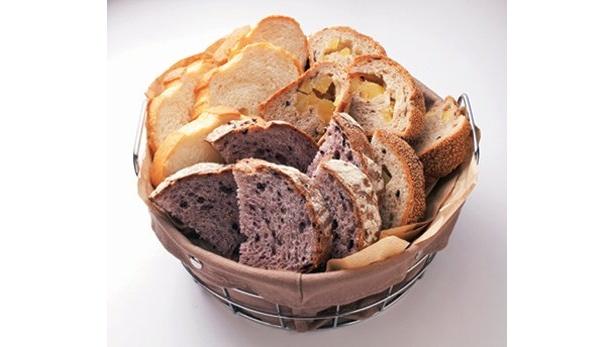 モーニングセットは4種のうち、「A」と「B」(399円〜)は、日替わりパン数種から好きなだけ選べるという太っ腹ぶり(Sandog Inn 神戸屋 東神奈川駅店)