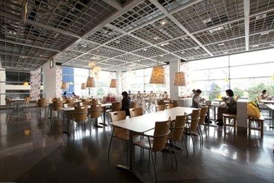 開放的な空間もリニューアル後の特徴だ (IKEA 港北 2Fレストラン)