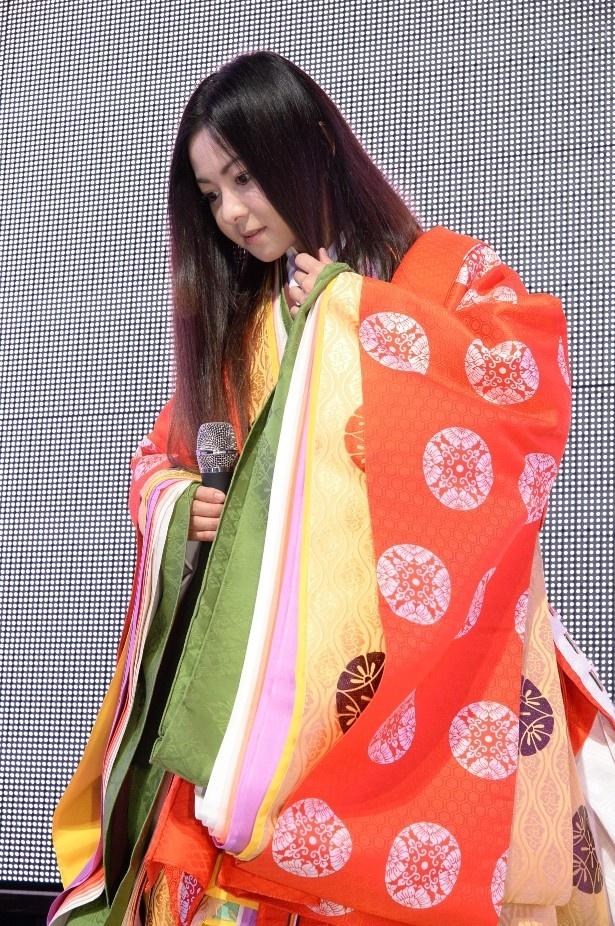 「ミュージックステーション」で倉木麻衣が十二単で階段降りに挑戦!