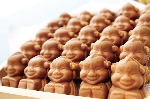 創業60年の老舗カステラ屋「明月堂」が焼く「幸運の神様ビリケンさん人形焼カステラ」