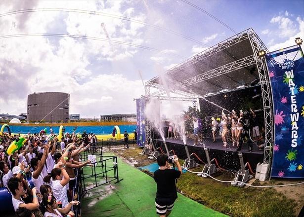 1万人を熱狂させた水かけ音楽フェス!