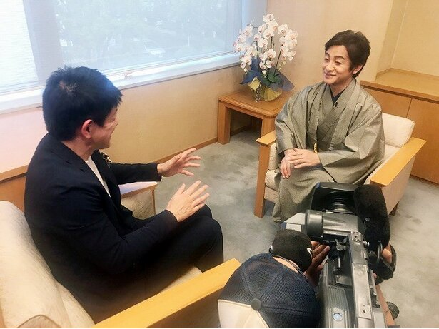 【写真を見る】片岡は歌舞伎ビジネスの今後などを語る