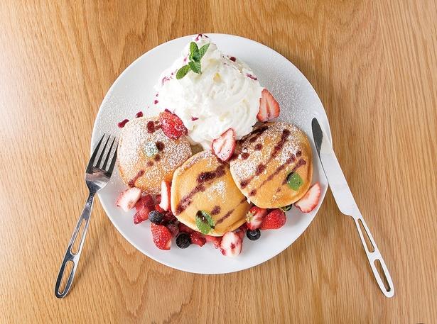 糸島dining café MAKOTOの「季節のフルーツのパンケーキ」(1404円)