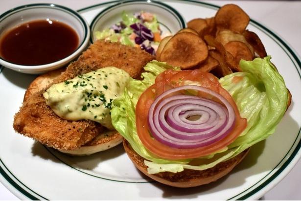 クリスピーフィッシュフライと、オリジナルタルタルソースが味の決め手「マイアミ スパイスフィッシュバーガー」 (1900円)