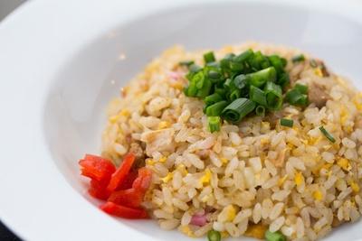 ミニチャーハン(¥350)。パラフワッの食感でラーメンスープと相性がいい
