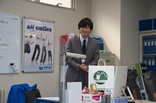 誠の上司で、部長を演じる田辺誠一。現場でも優しげな表情