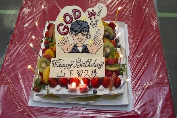 【画像を見る】山下智久の似顔絵入り、超オシャレなバースデーケーキ