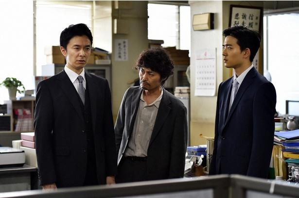 【写真を見る】中村は所轄へとやってきた香坂(長谷川博己)と共に捜査することになる