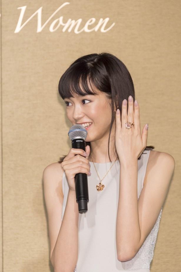 「私自身もいつまでもきれいに輝くインスパイアリングな女性でありたい」と語る桐谷