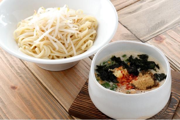 濃炊台湾錦爽鶏だしつけそば(900円)はピリ辛でパンチの効いた味わい