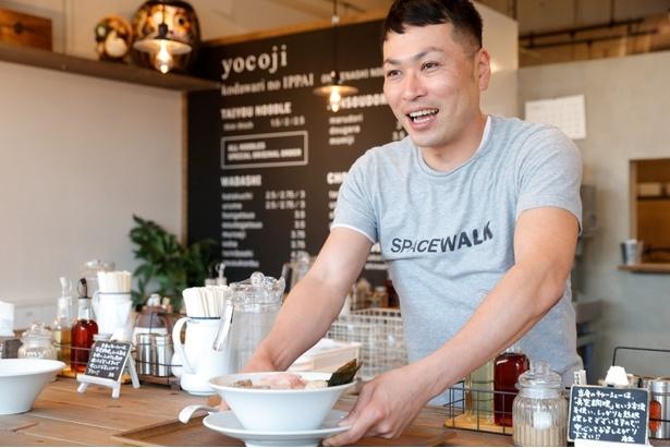 店主の横山純也さん。近年はプロデュース業にも力を注いでいる