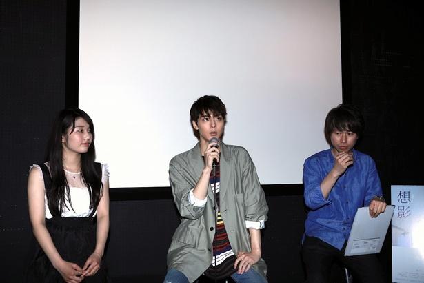 短編恋愛映画「想影(おもかげ)」で主演を務めた高杉真宙(中央)と、松原菜野花(左)、加藤慶吾監督(右)