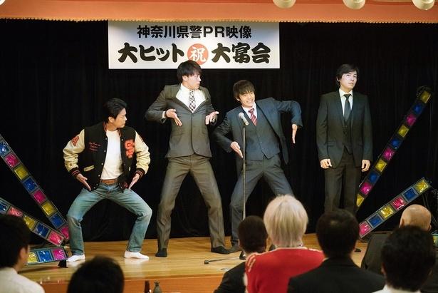 【写真を見る】唐沢&窪田、そして竹内涼真も…まさかのコマネチ披露