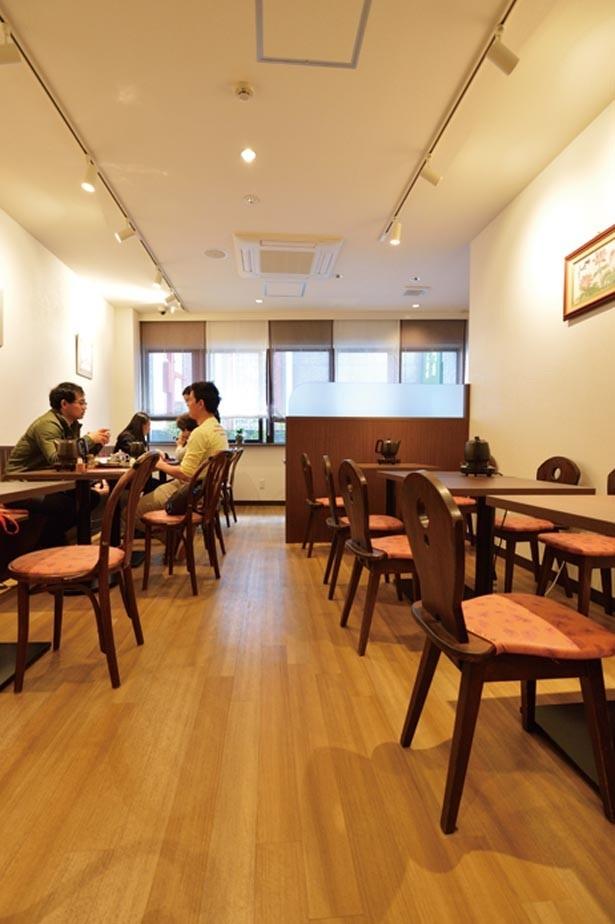落ち着いて中国茶やスイーツを味わいたいならイートインスペースがおすすめ。広々とした明るい店内でティータイムを楽しめる/天福茗茶