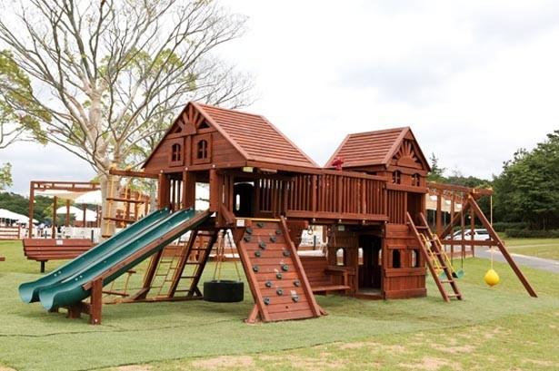 無料で利用できる木製アスレチックがあり、子供たちも飽きずにBBQを楽しめる/NESTA RESORT KOBE