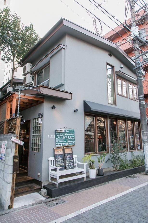 築約40年の古民家をリノベーションした、野菜料理と自然派ワインが人気の店