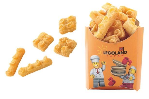 【オアシス・スナック】「LEGO®ポテト」や「チュリトス」などスナック類が購入できる。レゴ®ブロックのカタチをした「LEGO®ポテト」(450円)/レゴランド®・ジャパン