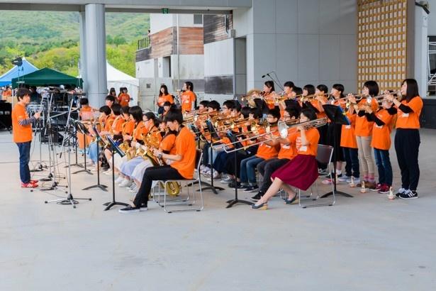 高校生ジャズバンドの演奏