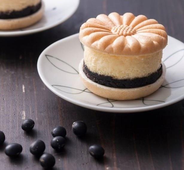【写真を見る】商品開発に6が月が費やされた「京丹後黒豆チーズケーキ」は丹後の味が詰め込まれた逸品