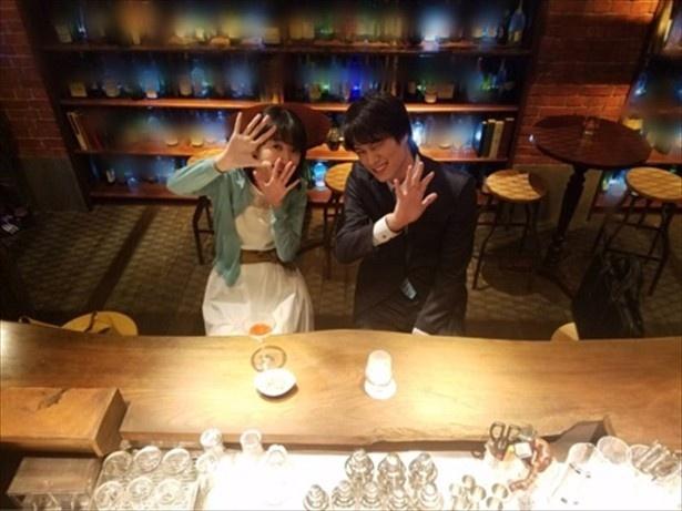 """【写真を見る】12日の投稿ではドラマで""""W不倫中""""の波瑠ともパシャリ!"""