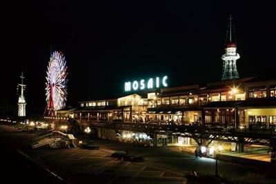 【写真を見る】モザイク大観覧車などショッピング以外にも魅力が満載/神戸ハーバーランド umie
