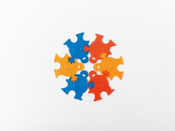 「パズルコースター」(108円)。1枚でコースター、つなぎあわせると鍋敷きになる優れもの/ASOKO 神戸ハーバーランドumie店