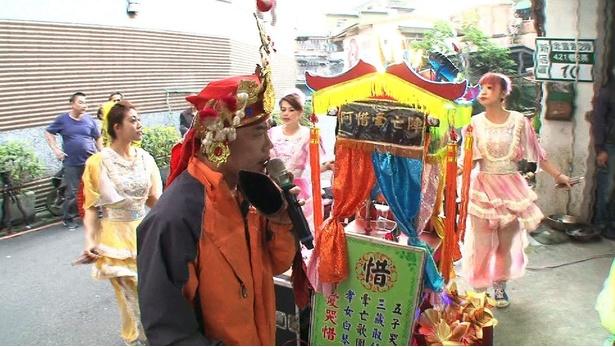 【写真を見る】出川哲朗が刺激された台湾の派手な葬式とは!?