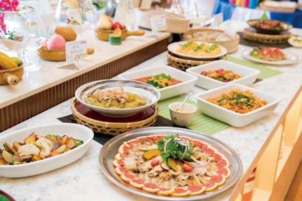「神戸 ホテル フルーツ・フラワー」のレストラン「カトレア」のランチバイキングは大人気/道の駅 神戸フルーツ・フラワーパーク大沢 FARM CIRCUS