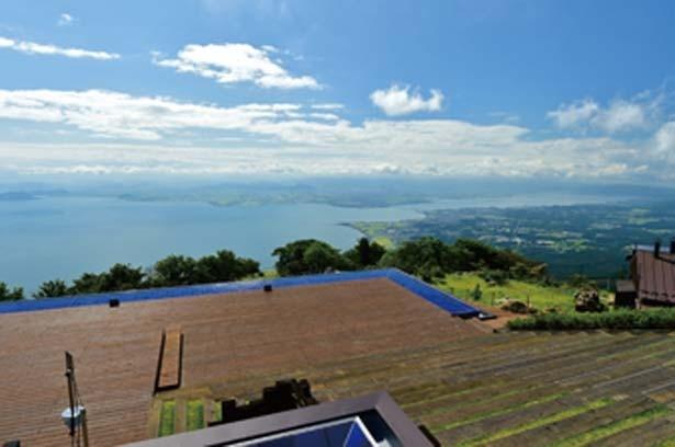 湖東はもちろん、なんと大阪平野まで見渡せる/びわ湖テラス