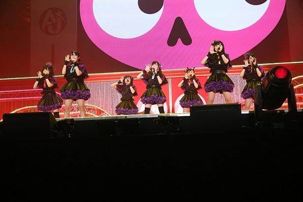 テレビアニメ「恋愛暴君」のOPテーマ「恋?で愛?で暴君です!」などを歌い上げたWakeUp,Girls!
