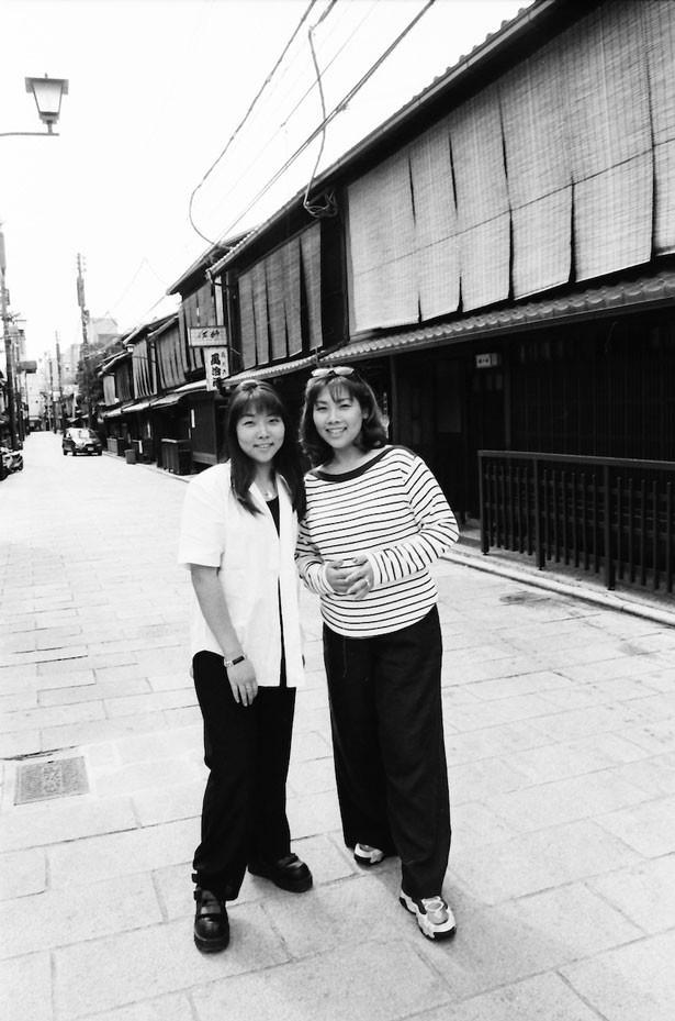 実の姉妹による漫才コンビ・海原やすよ(写真左)・ともこ(右)