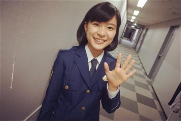 【写真を見る】制服好きにはたまらない!芳根京子の婦人警官姿