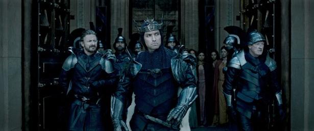 最大の宿敵ヴォーティガン役は『シャーロック・ホームズ』のジュード・ロウ