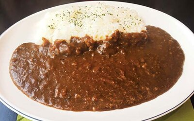じっくり煮詰めた神戸牛と黒毛和牛のスジがたっぷり溶け込んだ「牛スジカレー」(780円)/KOTOBUKI
