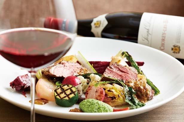 「和牛リブロースのロティ たっぷり 有機野菜添え 赤ワインと緑こしょうのソース」(2800円)も人気/wine dining TeN-TeN