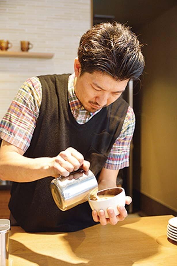 【一杯ずつ丁寧にバリスタがいれる】ラテアートもお手のモノ。半自動のエスプレッソマシンを使用しているのがこだわり/スターバックス コーヒー 中山手通2丁目店