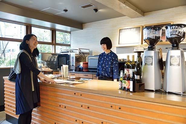 コーヒーに精通したバリスタが、注文から受け渡しまで対応してくれる/スターバックス コーヒー 中山手通2丁目店