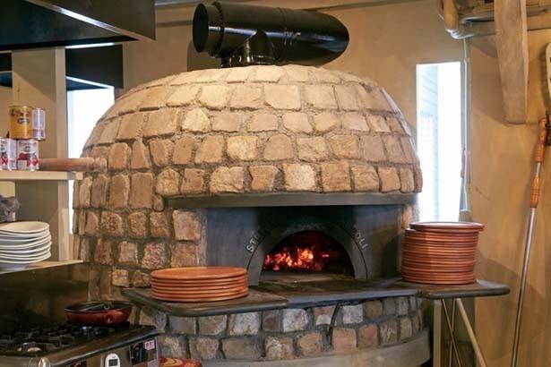 高温の薪窯で焼く薪窯のロースト野菜や肉/罠:TRAPPOLA