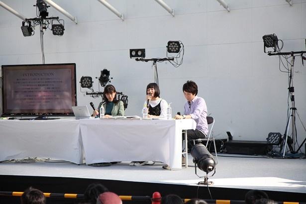 富田さんが作品のストーリーを読み上げると、会場からは歓声が上がった