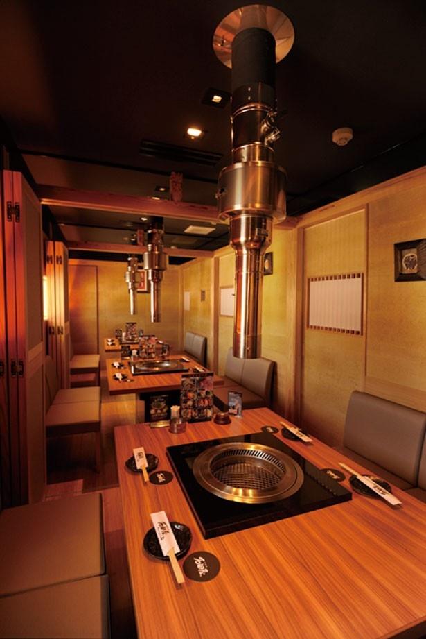高級感漂う和モダンなインテリアが魅力。折り畳み式の仕切りがあるので、個室にも対応可能/神戸牛焼肉 石田屋。Hanareの上