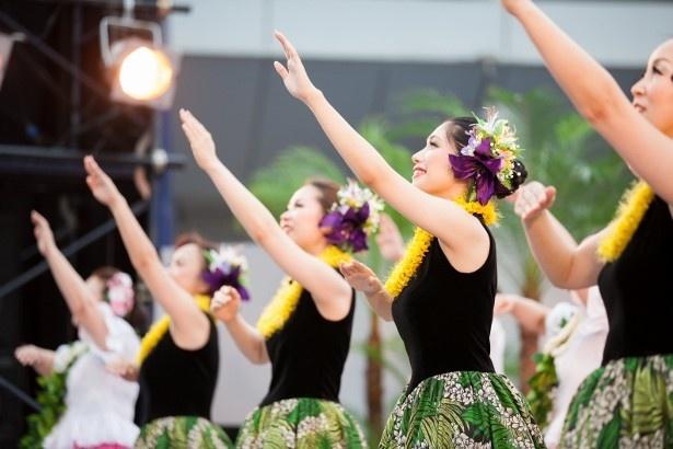 総勢4500人のダンサーが ステージで優雅に踊る!