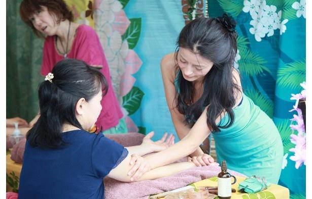 古くからハワイに伝わる伝統的な癒しの技であるロミロミ