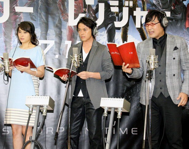 映画「パワーレンジャー」の公開アフレコに参加した広瀬アリス、勝地涼、山里亮太(左から)