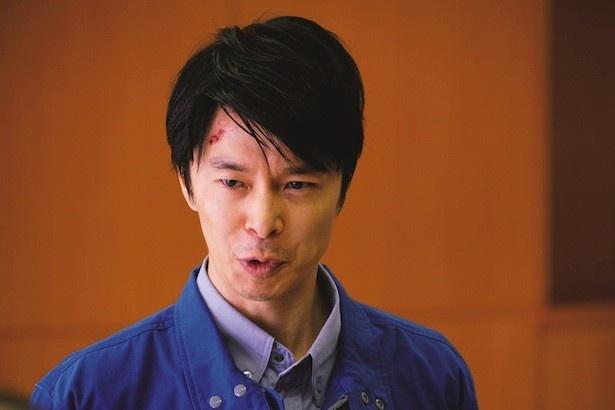 【写真を見る】長谷川博己はいち早くゴジラに気付いた、内閣官房副長官を熱演!