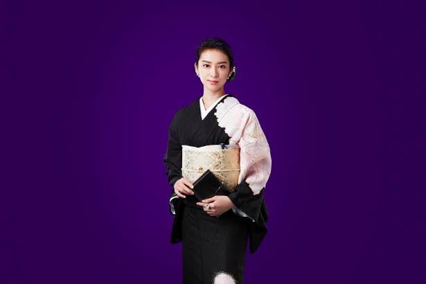 「黒革の手帖」で主演を務める武井咲