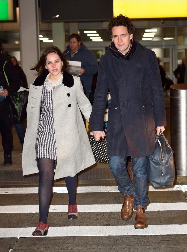 【写真を見る】2016年11月に撮影された、婚約者のチャールズ・ガードとの2ショット