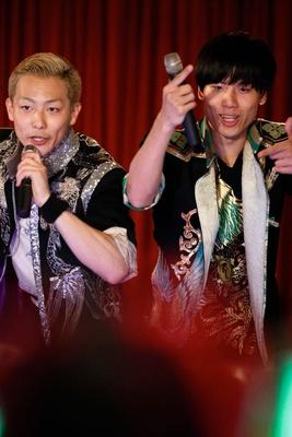 Wアンコールの「YAMATO☆Dancing」で観客を煽る田中と吉原